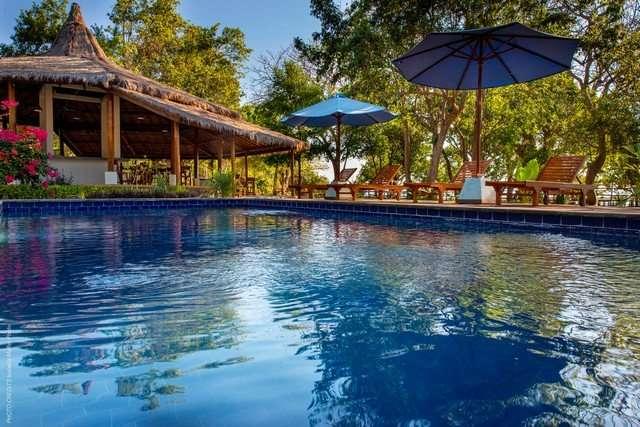 piscina moyo island